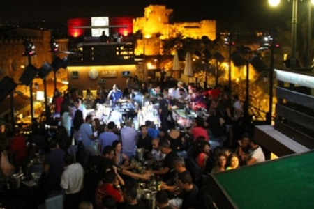 Friday Night at B On Top Pub, Byblos