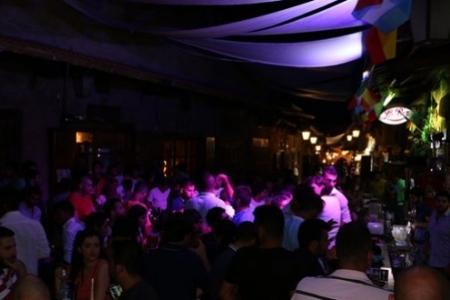 Weekend at La Paz Pub, Byblos